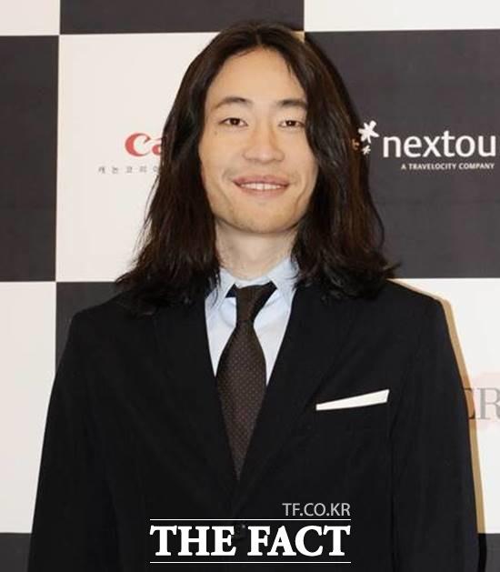 배우 류승범이 슬로바키아 출신의 10살 연하와 3년 열애 끝에 결혼한다고 밝혔다. /더팩트 DB
