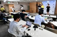 [TF포토] 수도권, '강화된 방역관리 연장'
