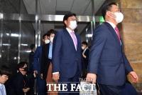 [TF포토] 국회 의장실 나서는 미래통합당 초선 의원들