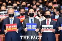 [TF포토] '법사위원장 강탈' 민주당 비판하는 김종인-주호영