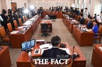 [TF사진관] 미래통합당 없이 개의된 첫 법제사법위원회 전체회의