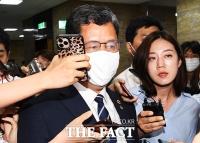 [TF포토] 국회 떠나는 김연철 장관