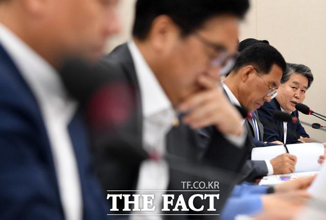 대학 등록금 반환과 관련해 질의하는 김경협 의원