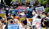 [TF사진관] 수요집회 옆에서 맞불집회 펼친 보수단체들