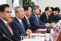 [TF사진관] 외교안보특위 회의에서 발언하는 김종인 비대위원장
