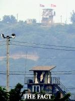 [TF포토] 남한 바라보는 북한군 초소
