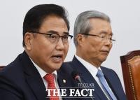 [TF포토] 발언하는 박진 외교안보특위 위원장