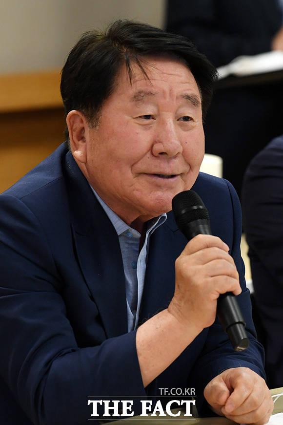 발언하는 신달석 한국자동차산업협동조합 이사장
