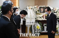 [TF사진관] 정세균 국무총리, '고 홍사덕 전 국회부의장 빈소 조문'
