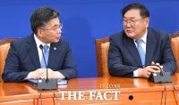 [TF포토] 대화 나누는 민갑룡-김태년