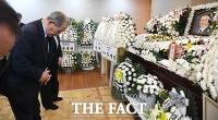 [TF포토] 홍사덕 전 부의장 빈소 찾은 유경현 헌정회장