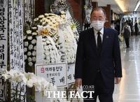 [TF사진관] 고 홍사덕 전 국회부의장 빈소 찾은 반기문