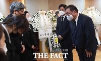[TF포토] 유가족 위로하는 김태년 원내대표