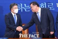 [TF포토] 김태년 원내대표 찾은 민갑룡 경찰청장