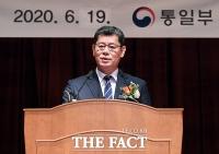 [TF포토] 이임사하는 김연철 통일부 장관