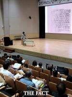 """임헌영 """"5월문학, 증언의 문학에서 평화의 역사로 나아가야"""""""