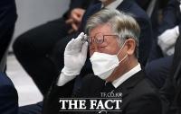 [TF포토] 눈물 흘리는 이재명 경기도지사