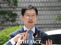 [TF포토] 취재진 질의 답하는 김경수 지사