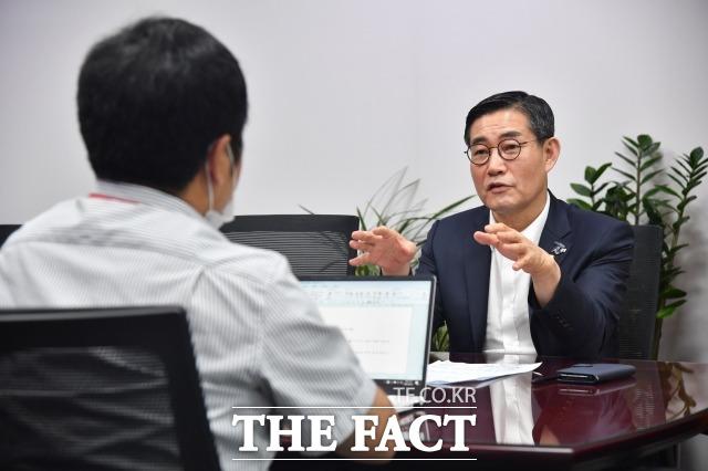 신원식 통합당 의원은 23일 인터뷰에서 문재인 정부는 역사에서 검증된 안보정론에서 일탈해 비정상적인 방법으로 이변을 꾀하고 있다고 비판했다. /남윤호 기자