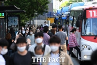이마트, 비말 차단용 마스크 판매 시작…1인당 1상자로 제한