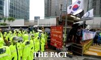 [TF사진관] 28년 만에 자리 뺏긴 수요집회…'보수-진보 단체 대립'