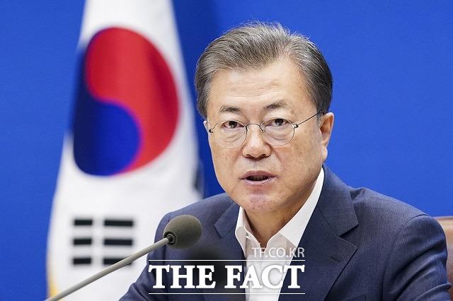 최근 개성 남북공동연락사무소를 폭파하는 등 대남 강경 태도를 보였던 북한이 군사행동 계획을 보류하는 등 한반도 정세가 어수선하다. 남북관계가 다시금 기로에 섰다. /청와대 제공