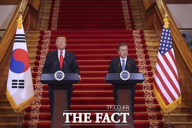 도널드 트럼프 미국 대통령은 25일 6·25전쟁 제70주년을 맞아 영상 메시지를 통해 공산주의를 막아내기 위해 용감하게 싸운 모든 분께 감사와 경의를 표한다고 말했다. 사진은 지난해 6월 청와대에서 공동기자회견을 하는 한미 정상. /청와대 제공