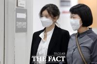 [TF사진관] 마약류 혐의로 공판 출석하는 홍정욱 전 의원 딸