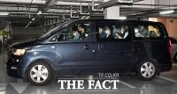 [TF사진관] 박상학 대표 자택 들어서는 경찰