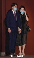 [TF포토] 아모레-보광 약혼식 찾은 오상진-김소영 부부