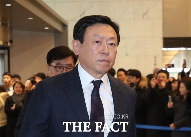 29일 롯데그룹에 따르면 신동빈 회장이 지난 27일 인천 롯데백화점 인천터미널점을 찾아 현장을 점검했다. /더팩트 DB