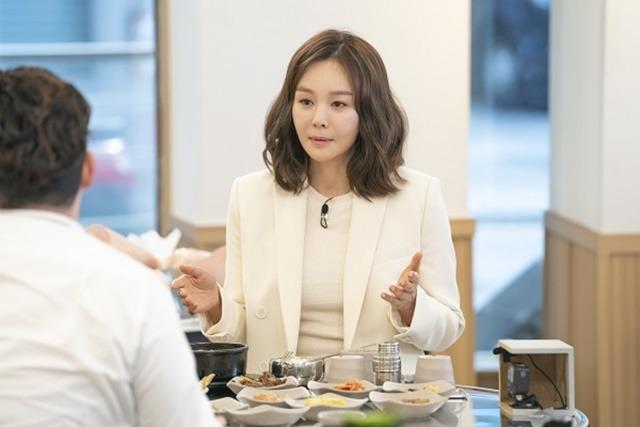 김세아는 밥먹다에 출연해 감정에 호소했다. 그는 둘째 아들이 엄마 죽지마라고 말했다는 충격적인 일화를 털어놨다. /밥먹다 캡처