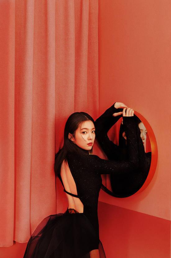 아트테이너 이혜영이 아이린&슬기의 유닛 앨범 비주얼 디렉터로 참여, 유니크한 스타일링으로 이들의 새로운 매력을 끄집어냈다. /SM엔터 제공