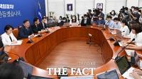 [TF포토] 긴급 기자회견 진행하는 김태년, '원 구성 협상 결렬'
