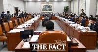 [TF사진관] 미래통합당 불참한 운영위원회 첫 전체회의