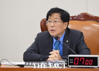 [TF사진관] 기획재정위원회 전체회의 주재하는 윤후덕 위원장