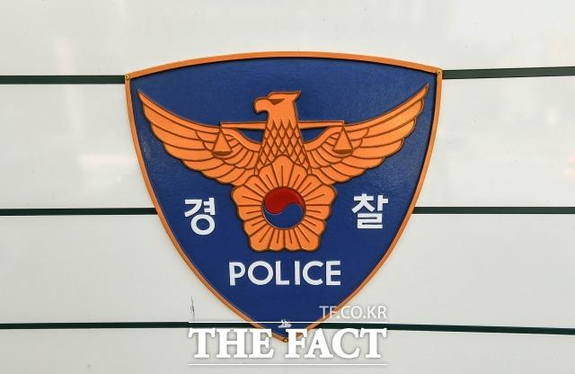 경찰은 30일 초등학교에 다니는 두 아들을 발가벗긴 채 야밤중 산속에 방치한 40대 여성을 입건해 조사 중이다. /더팩트 DB