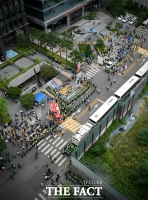 [TF사진관] 자리 빼앗긴 수요집회…'대립하는 보수-진보 단체'