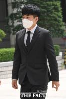[TF포토] 최종범 선고 공판 참석하는 구하라의 오빠