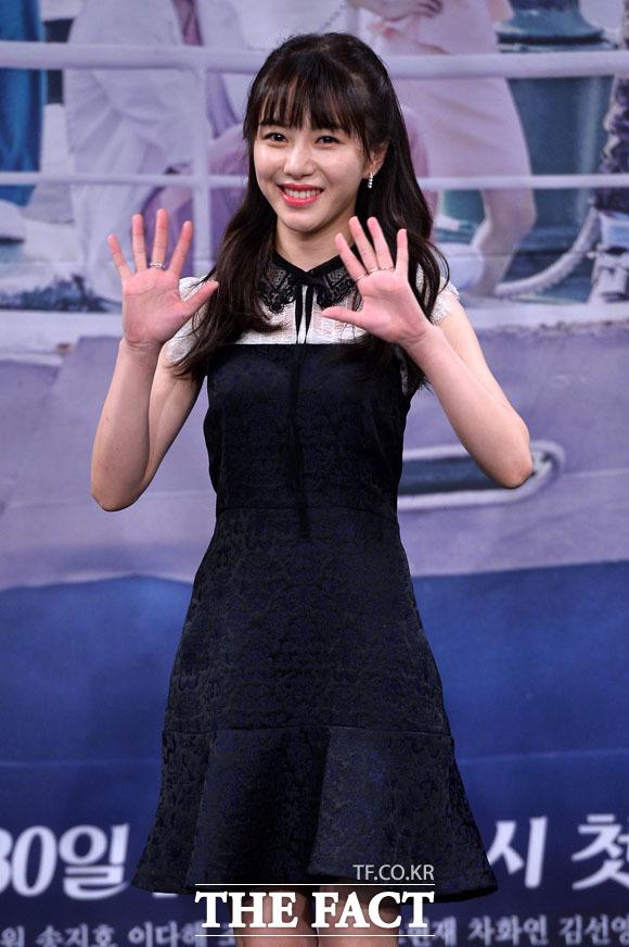 AOA 출신 배우 권민아가 팀 활동 시절 자신을 괴롭혔던 멤버를 폭로했다. 사진은 2017년 드라마 병원선 제작발표회 당시 모습. /더팩트 DB