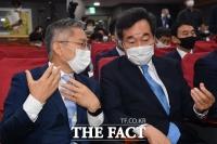 [TF포토] 검찰개혁 토론회 참석한 이낙연-최강욱