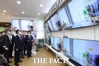 [TF포토] 성윤모 장관, '으뜸효율 가전제품 점검'