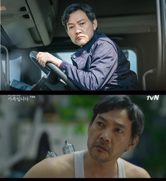 가족입니다 속 정진영의 첫 인상은 거칠고 괴팍한 가장이다. 하지만 2화가 되자 갑작스럽게 반전 매력이다. /tvN 제공