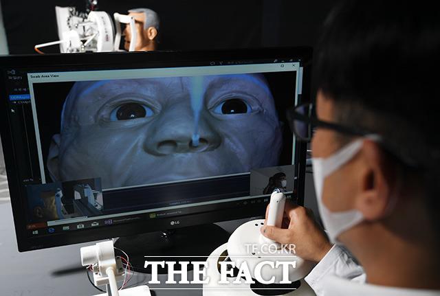 서준호 박사와 연구팀은 식약처 허가와 임상 시험 절차를 마치고 상용화되어 코로나19로 고생하는 의료진에게 작은 보탬이 되기를 바라고 있다.