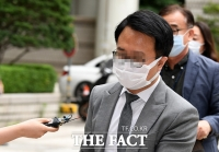 [TF포토] '묵묵부답' 법원 출석하는 옵티머스자산운용 윤 변호사