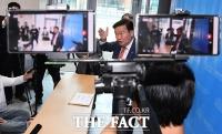 투표용지 민경욱에 건넨 참관인 구속…민 전 의원