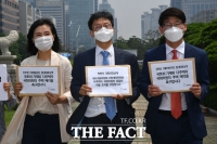 [TF포토] '국회 다주택 의원' 항의 서명 전달하는 참여연대