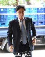 [TF포토] 선고공판 출석하는 김웅