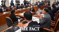 [TF사진관] '미래통합당 상임위 참석' 박수치며 시작한 행안위 1차 회의