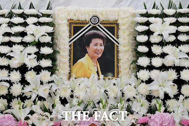박근혜 전 대통령의 이복언니인 고 박재옥 씨가 별세한 가운데 9일 오전 서울 서대문구 신촌세브란스병원 장례식장에 마련된 빈소에 고인의 영정이 놓여있다. /이선화 기자